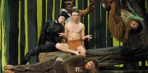 <h5>Das Dschungelbuch</h5><p>2012 © Altonaer Theater - (v.l.) Rabea Lübbe, Philip Pelzer, Hannes Träbert, Julius Ohlemann, Marc Laade</p>